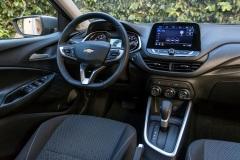 Chevrolet-Onix-LTZ-interior-cockpit-baja