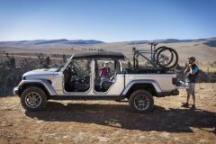 Mopar bicycle carrier for all-new 2020 Jeep® Gladiator