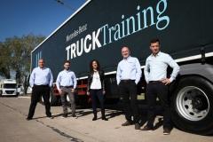 El-equipo-de-TruckTraining-junto-a-Paula-Diaz